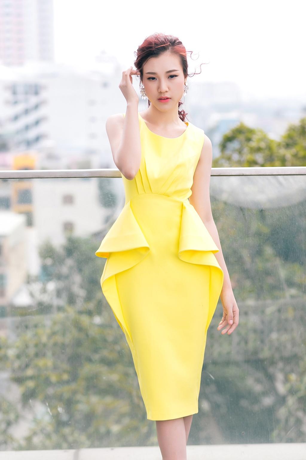 A hau Hoang Oanh mac dep voi 9 set do thanh lich hinh anh 1
