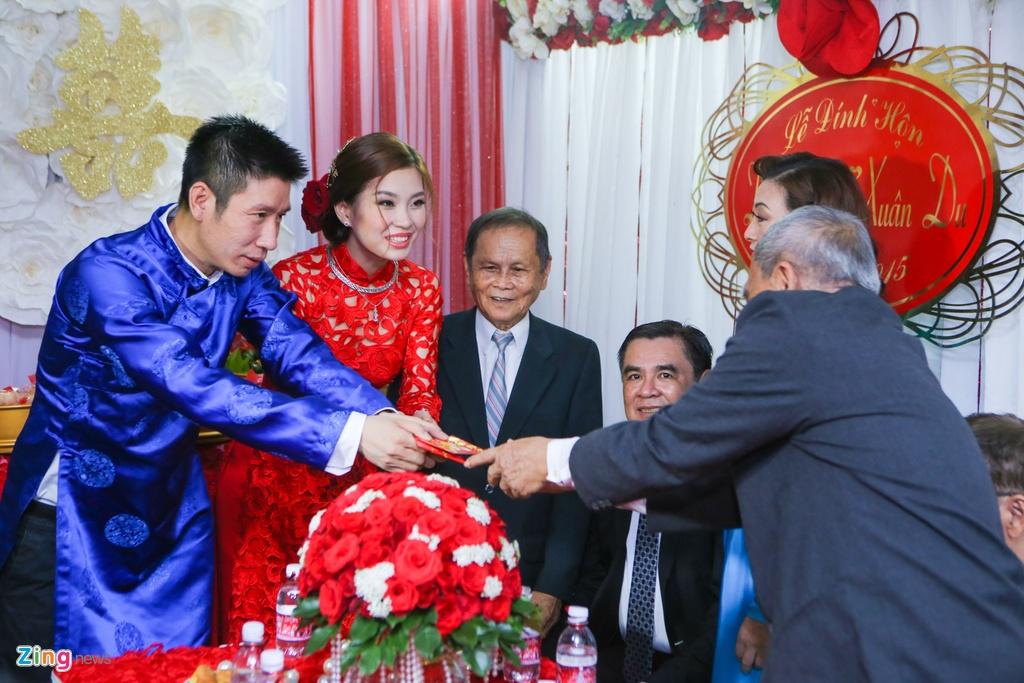 Chu re Viet kieu mac ao dai den hoi cuoi Diem Trang hinh anh 15