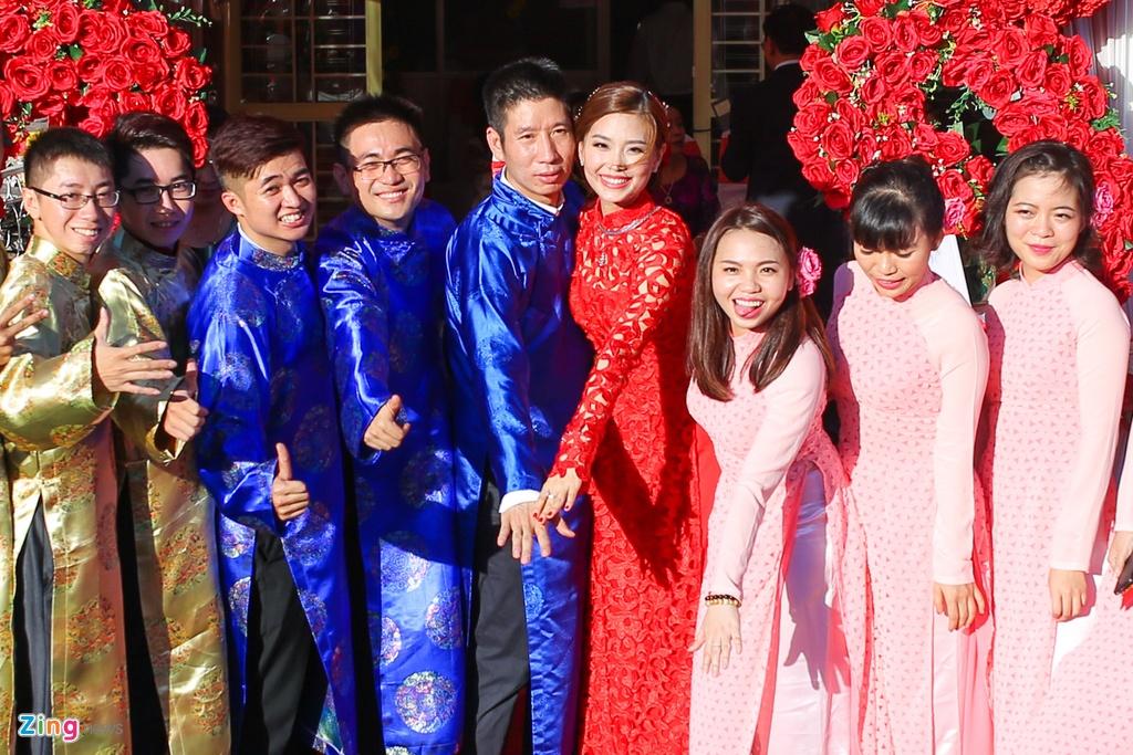 Chu re Viet kieu mac ao dai den hoi cuoi Diem Trang hinh anh 18