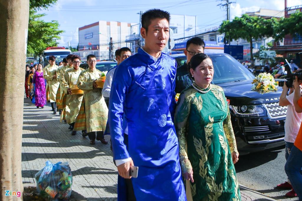 Chu re Viet kieu mac ao dai den hoi cuoi Diem Trang hinh anh 8