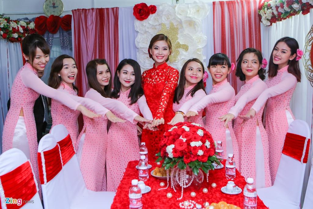 Chu re Viet kieu mac ao dai den hoi cuoi Diem Trang hinh anh 5