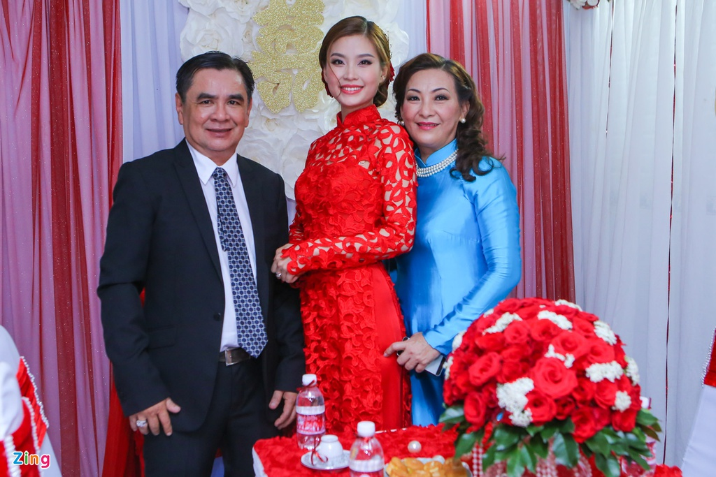 Chu re Viet kieu mac ao dai den hoi cuoi Diem Trang hinh anh 6