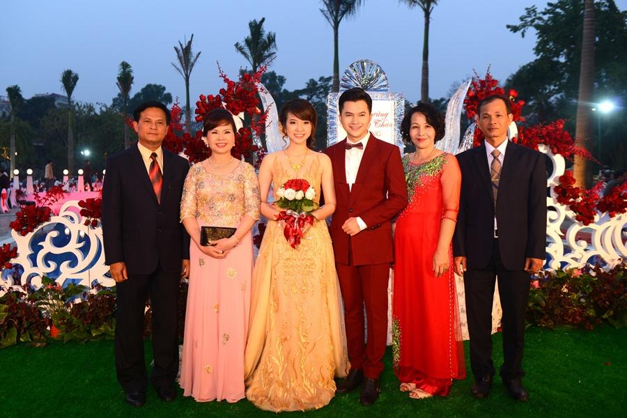 Nam Cuong say dam ben vo trong hon le o Ha Noi hinh anh 4