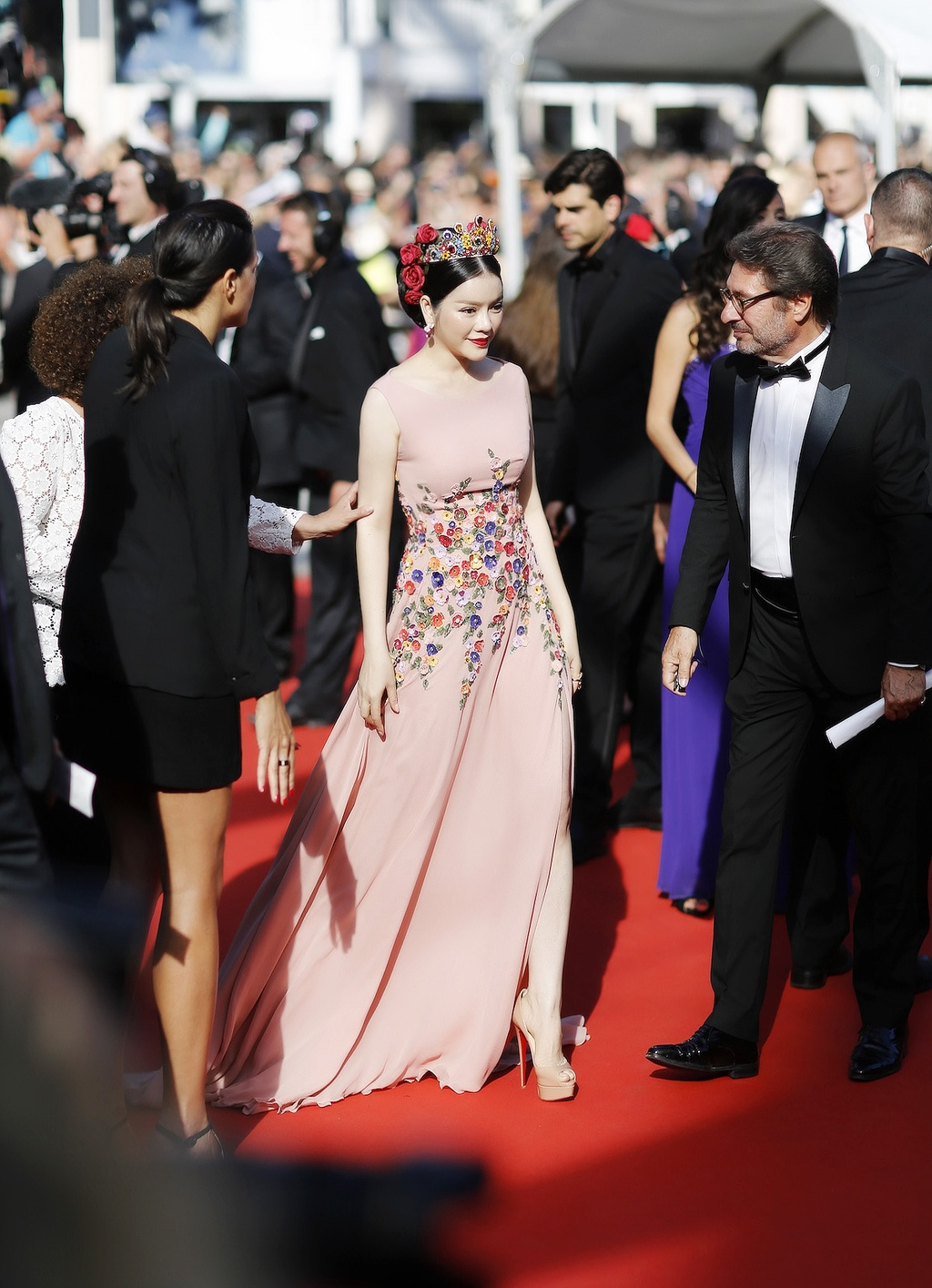 Ly Nha Ky hoa nu than tren tham do Cannes hinh anh 6