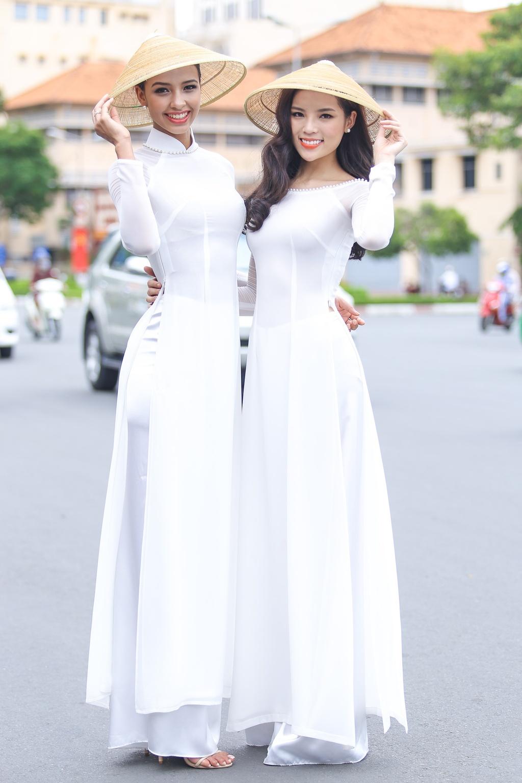 A hau Hoan vu 2015 dien ao dai trang dao pho Sai thanh hinh anh 4