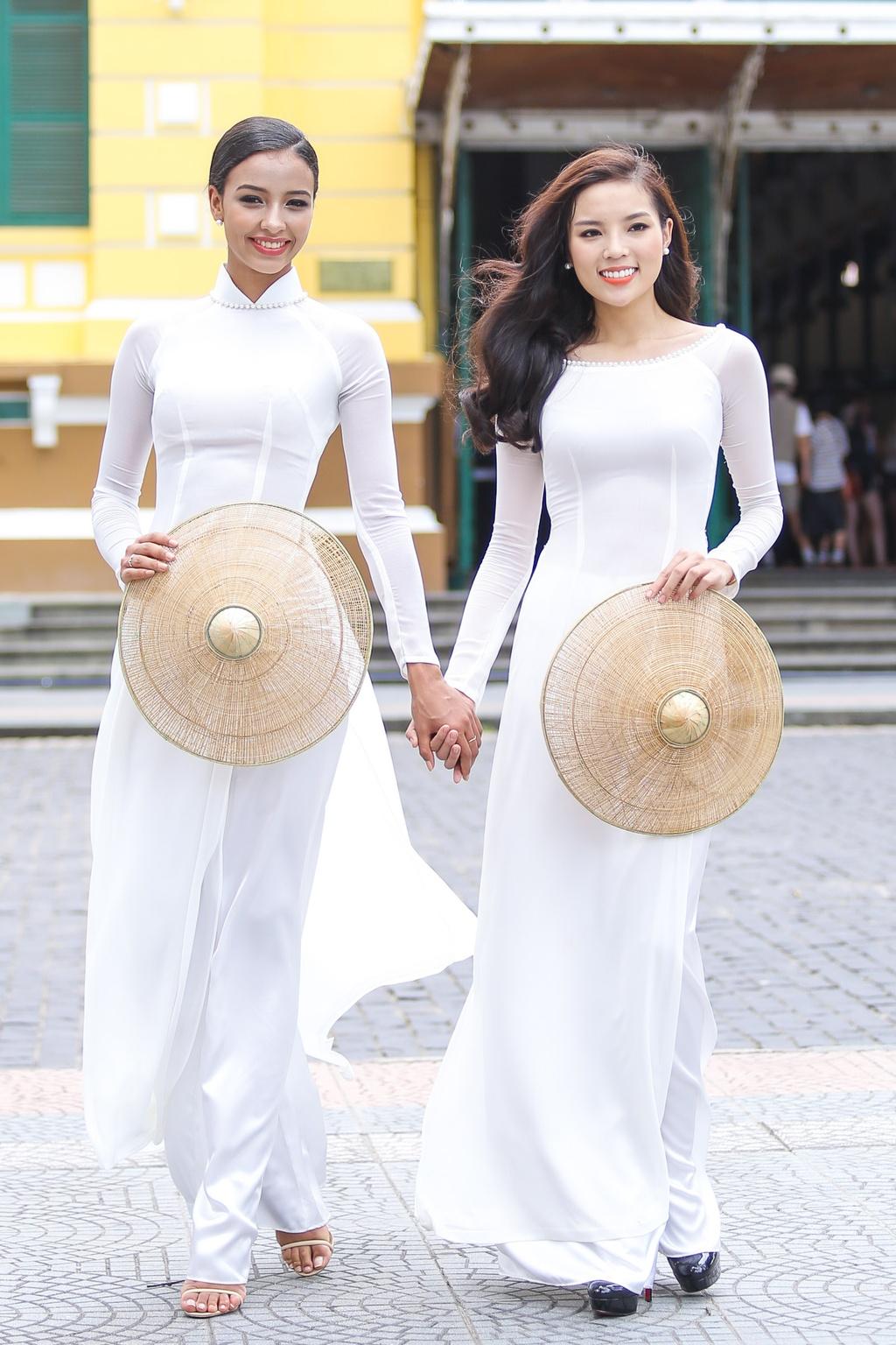 A hau Hoan vu 2015 dien ao dai trang dao pho Sai thanh hinh anh 7