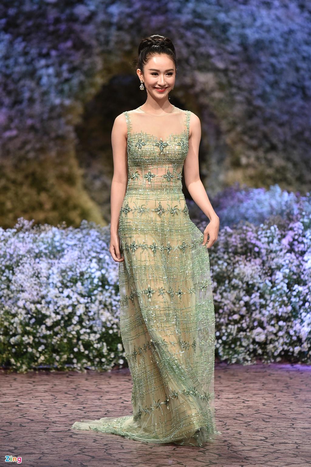 Le Quyen, Thu Phuong dien thoi trang o show Hoang Hai hinh anh 10