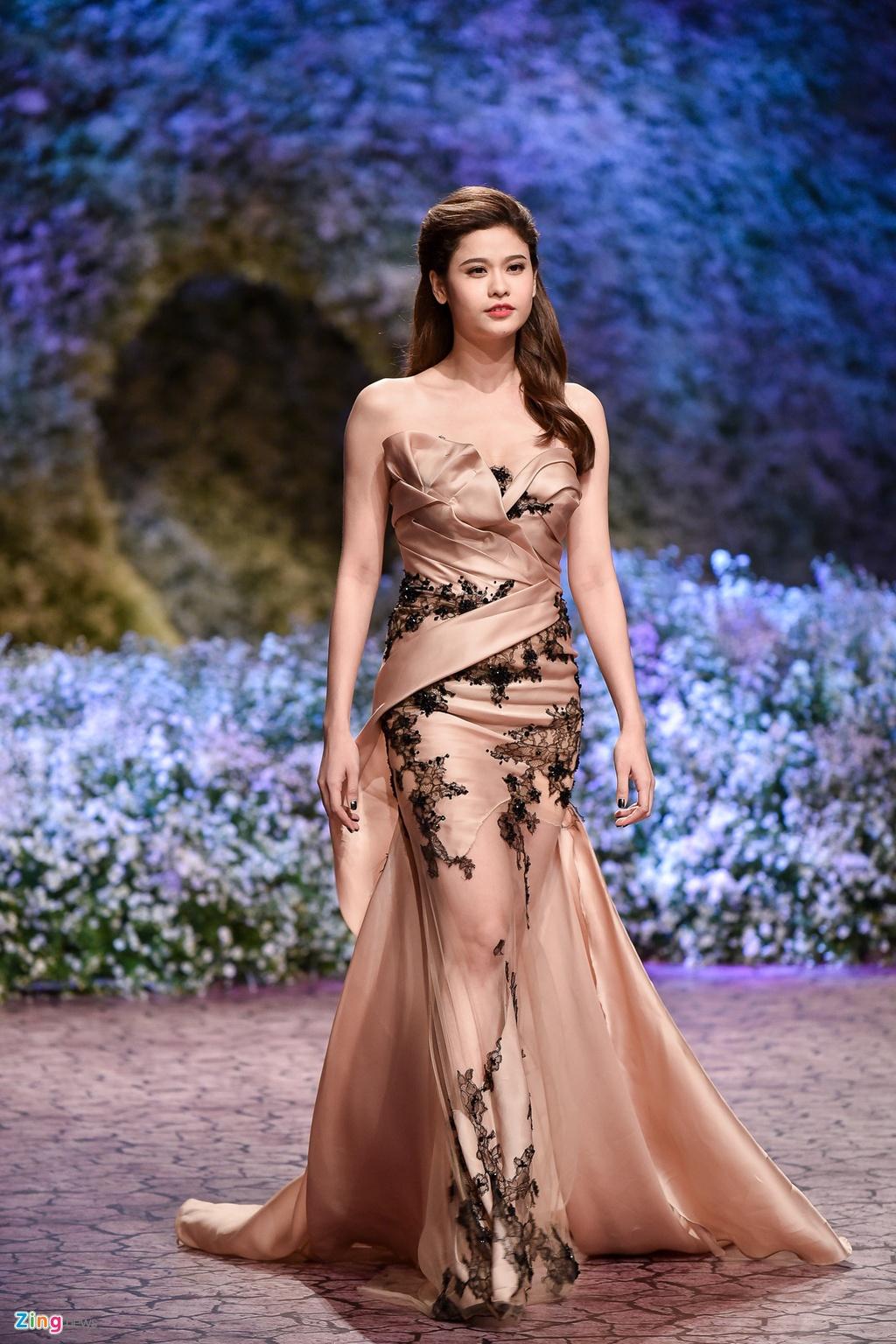 Le Quyen, Thu Phuong dien thoi trang o show Hoang Hai hinh anh 11