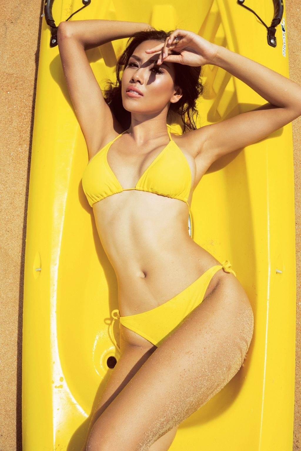 Nguyen Thi Loan dien bikini anh 2