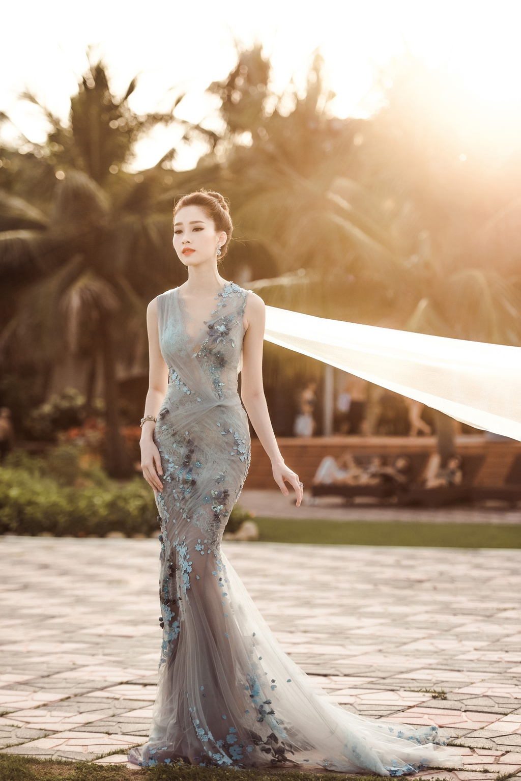 Dang Thu Thao mong manh tren vinh Ha Long hinh anh 4