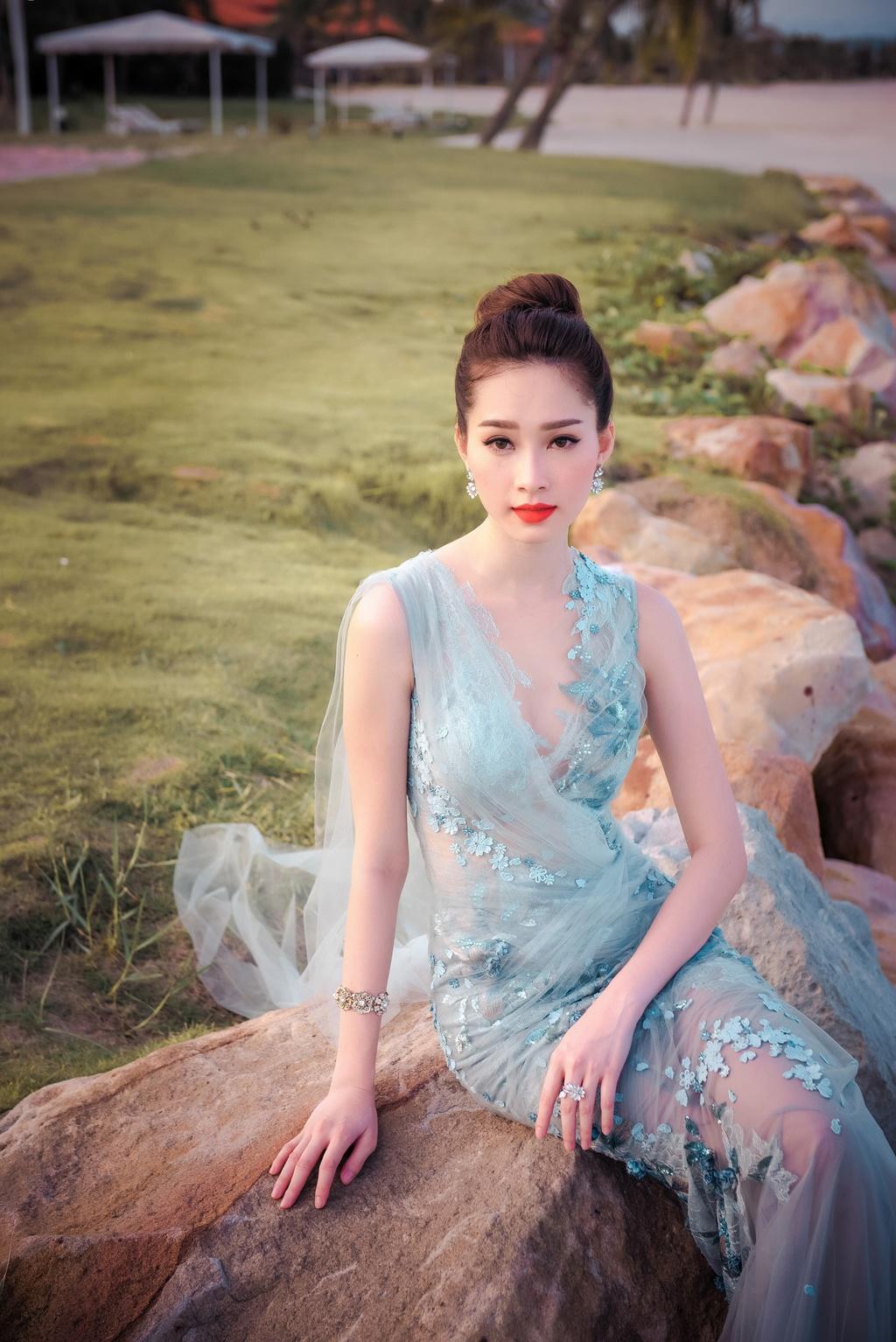 Dang Thu Thao mong manh tren vinh Ha Long hinh anh 8