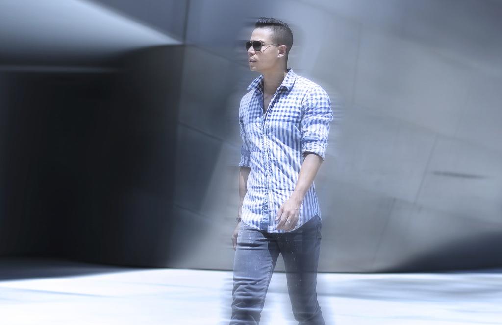 Nam vuong Tien Doan bui phui tren duong pho My hinh anh 1
