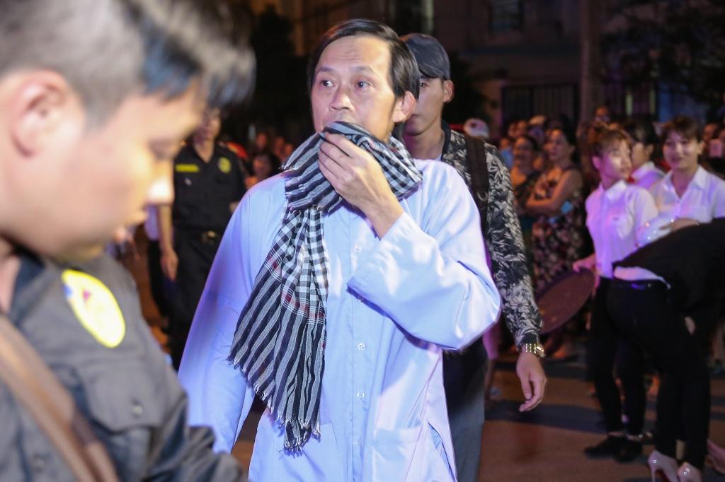 Hoai Linh, Tran Thanh dien hai o le cuoi thieu gia Can Tho hinh anh 1