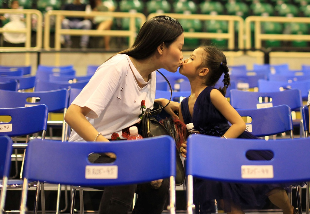 Vo cu Lam Vinh Hai dua con gai di su kien giua on ao ly hon hinh anh 4