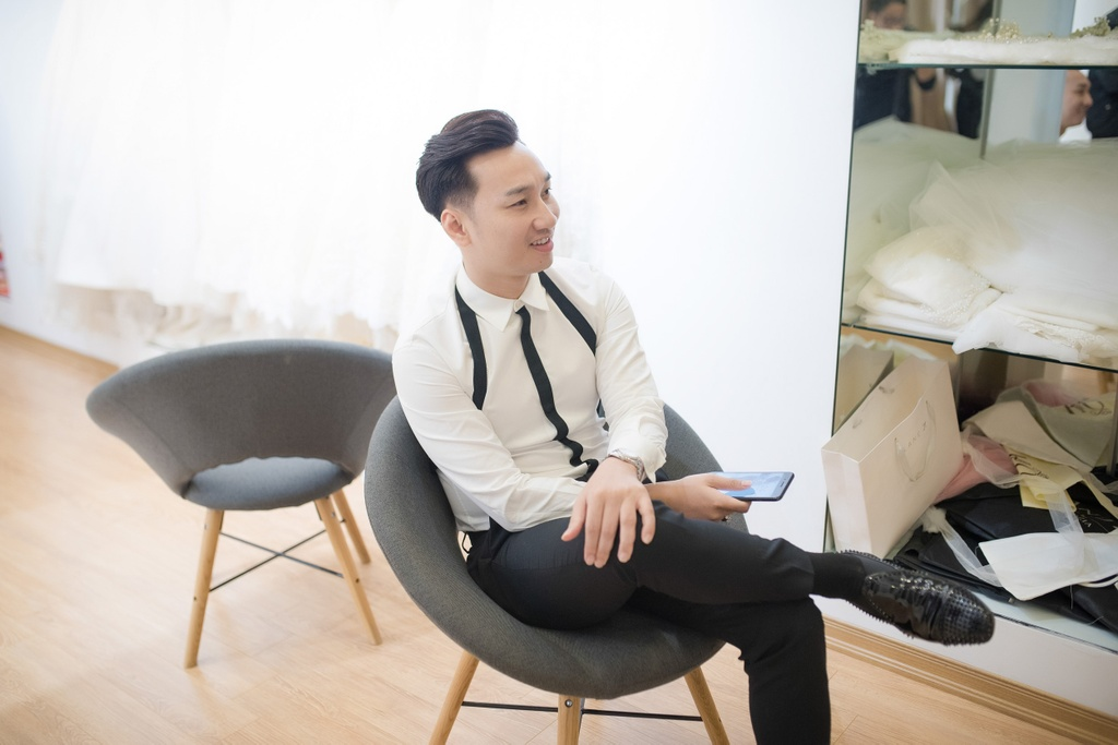 MC Thanh Trung dua vo 9X di thu vay cuoi truoc hon le hinh anh 5