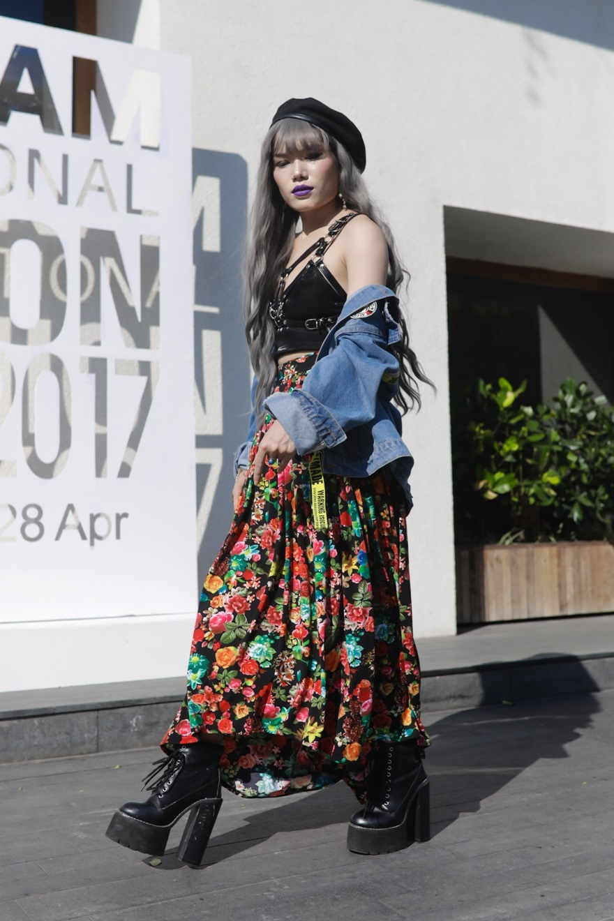 Phi Phuong Anh, Jolie Nguyen khoe sac street style hinh anh 7