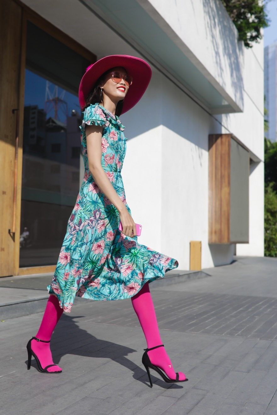 Phi Phuong Anh, Jolie Nguyen khoe sac street style hinh anh 11
