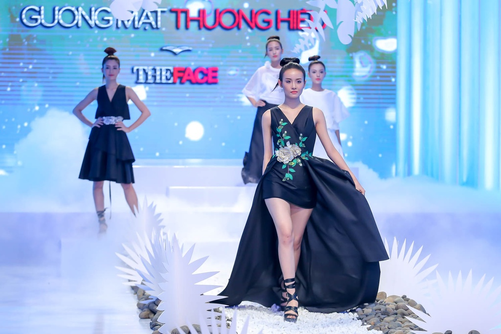 Lan Khue, Hoang Thuy che doi Minh Tu catwalk kem hinh anh 7