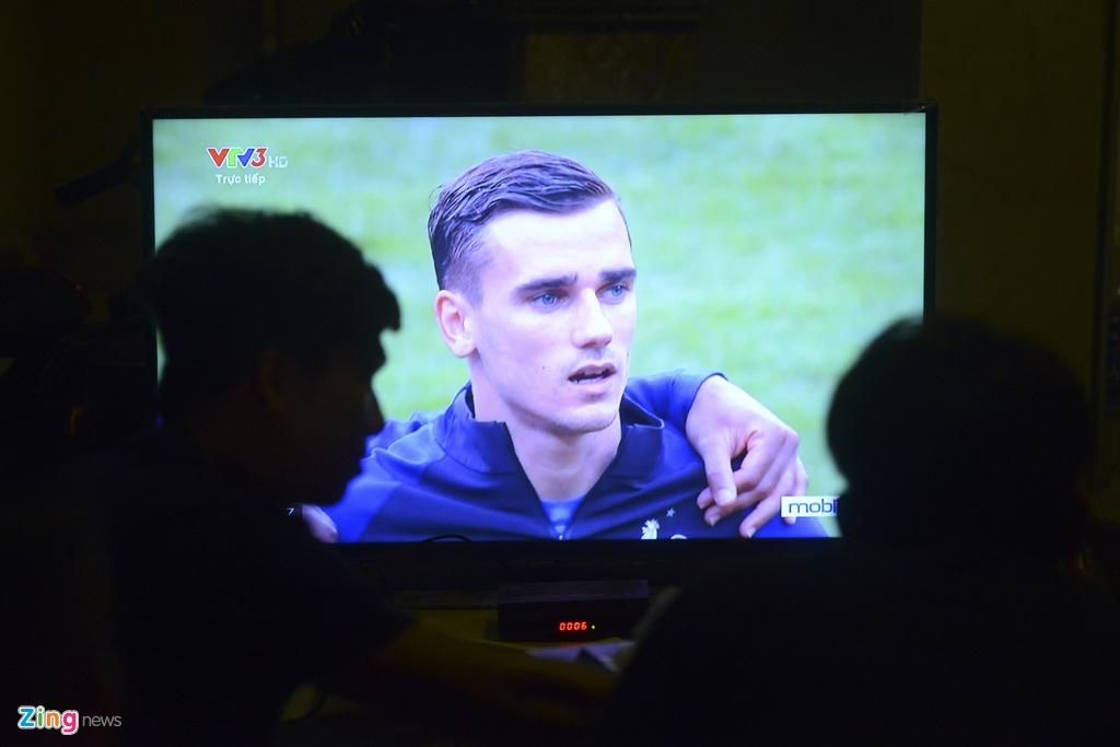 Nguoi dan quay quan tren he pho xem chung ket Euro 2016 hinh anh 3