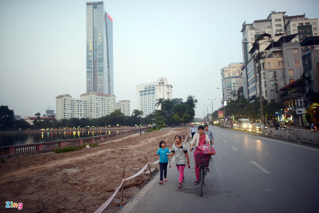 Chan mot chieu duong Kim Ma thi cong Metro hinh anh 10