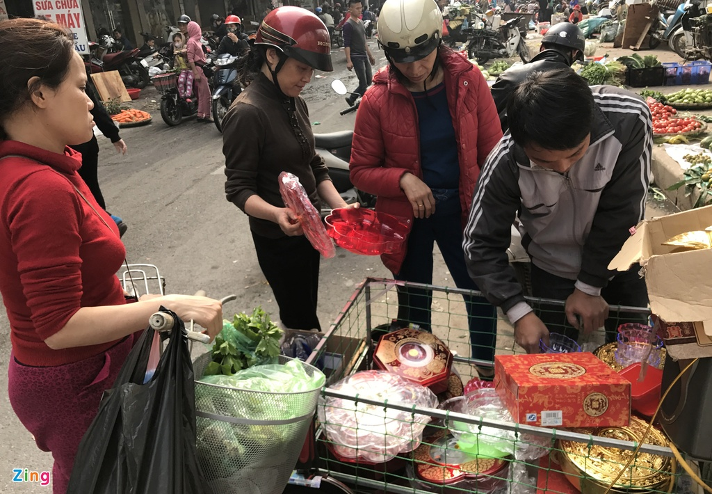 Nguoi Ha Noi tap nap mua sam trong phien cho 29 Tet hinh anh 17