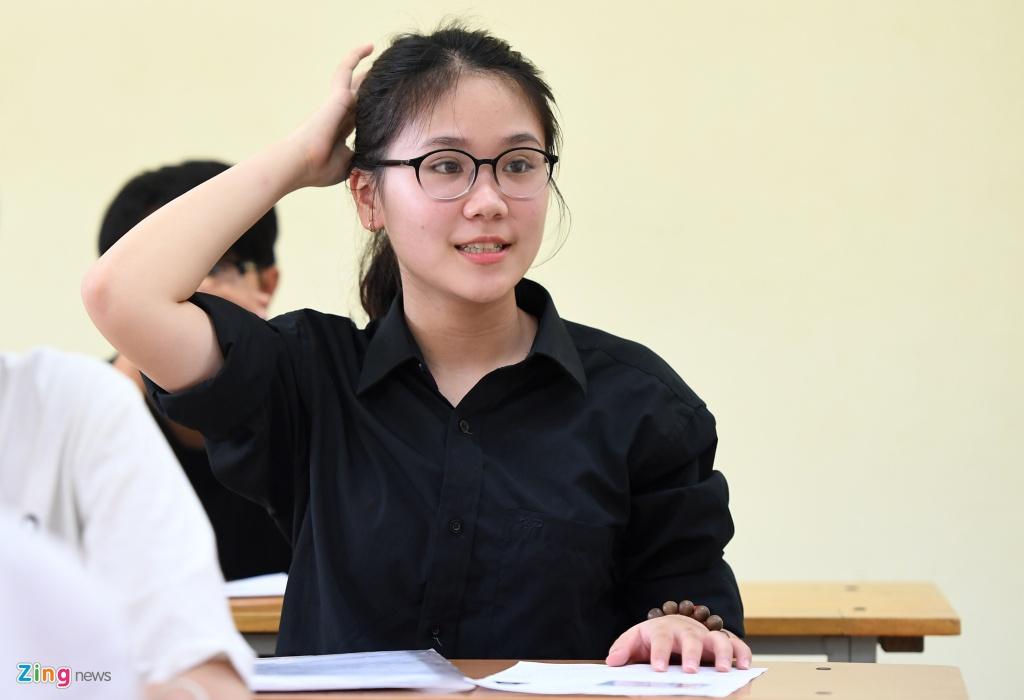 Thi sinh TP.HCM doi mua lam thu tuc du thi THPT quoc gia 2017 hinh anh 15