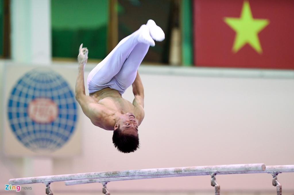 Cac VDV TDDC Viet Nam khoe than hinh sieu mau truoc SEA Games hinh anh 18