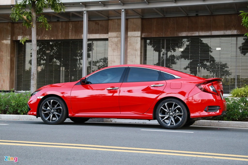 Mua sedan hang C voi 900 trieu - chon Mazda3 hay Honda Civic? hinh anh 4