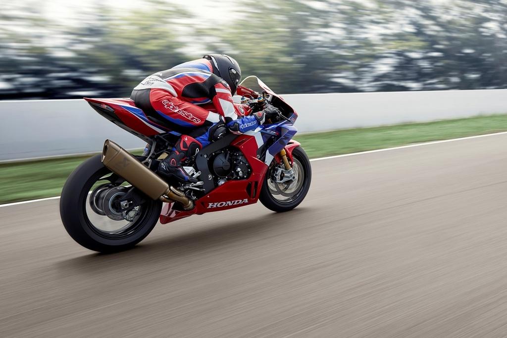 gia xe moto 1000 cc anh 6