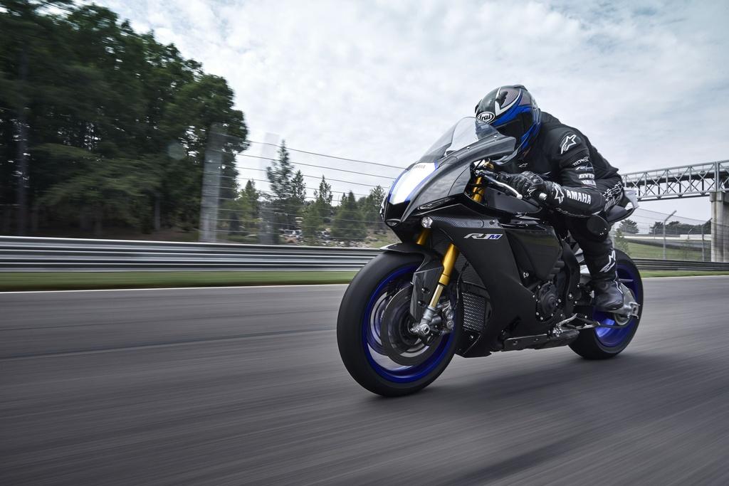 gia xe moto 1000 cc anh 4