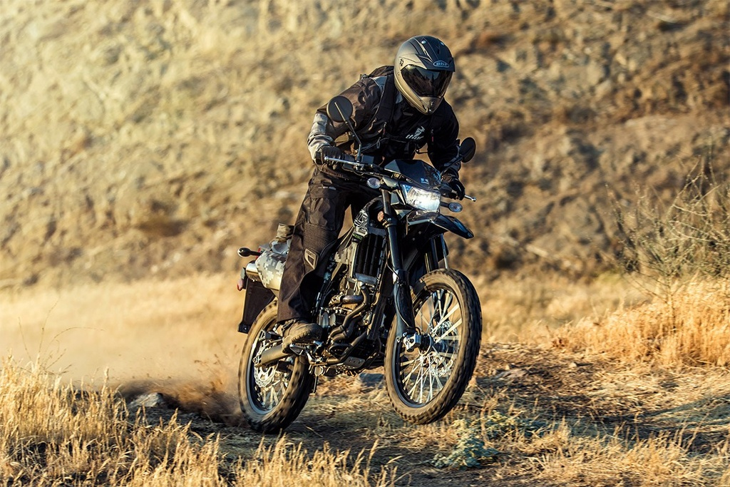Cac mau moto gia 150 trieu phu hop cho nguoi moi choi hinh anh 10 klx250-camo340z.jpg
