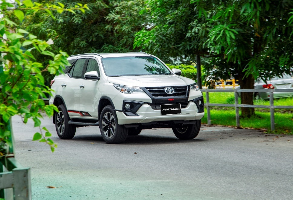 Oto gam cao tang truong manh day dong sedan hang D cham day hinh anh 8 Toyota_Fortuner.jpg