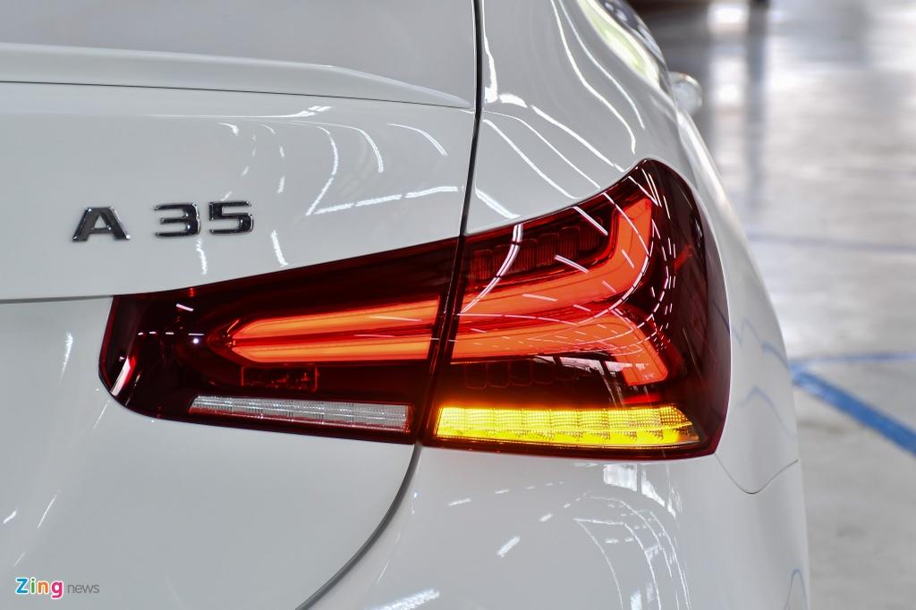 Mercedes-AMG A 35 4MATIC Sedan - xe the thao gia 2,249 ty tai VN hinh anh 9 Mercedes_AMG_A_35_Sedan_Zing_10_.jpg
