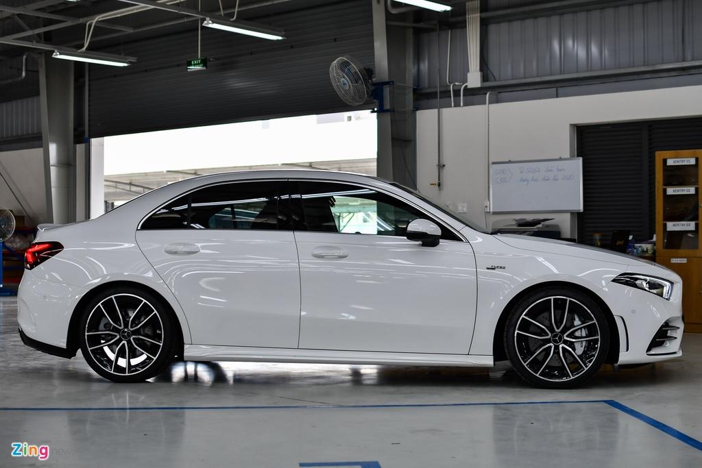 Mercedes-AMG A 35 4MATIC Sedan - xe the thao gia 2,249 ty tai VN hinh anh 10 Mercedes_AMG_A_35_Sedan_Zing_19_.jpg