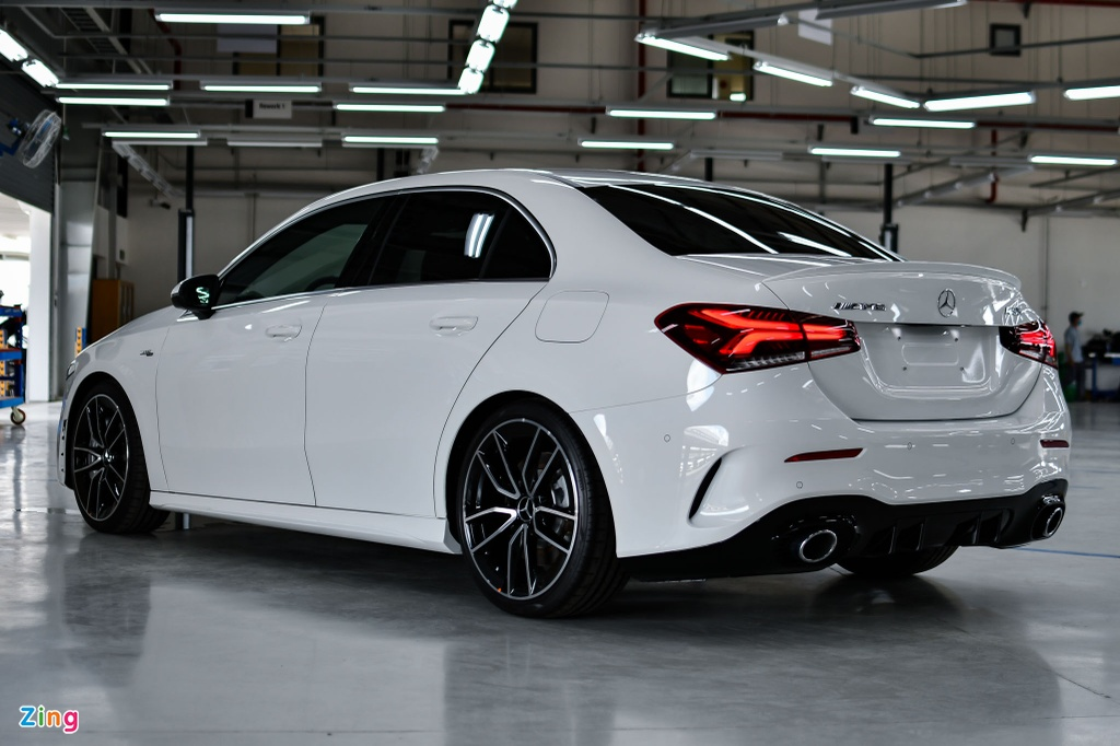 Mercedes-AMG A 35 4MATIC Sedan - xe the thao gia 2,249 ty tai VN hinh anh 2 Mercedes_AMG_A_35_Sedan_Zing_22_.jpg