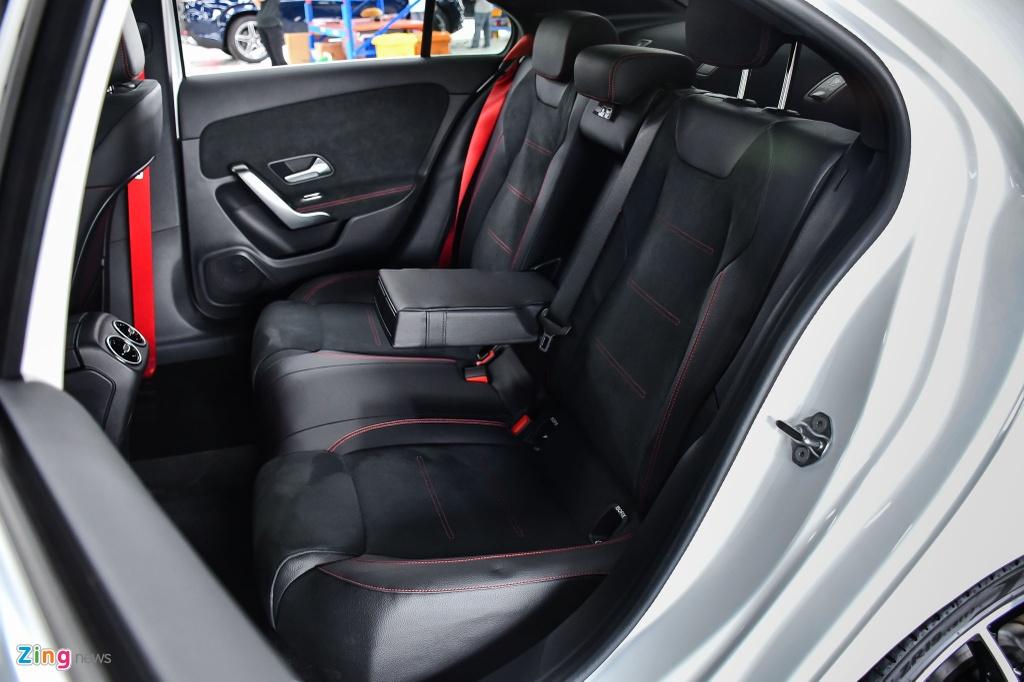 Mercedes-AMG A 35 4MATIC Sedan - xe the thao gia 2,249 ty tai VN hinh anh 13 Mercedes_AMG_A_35_Sedan_Zing_25_.jpg