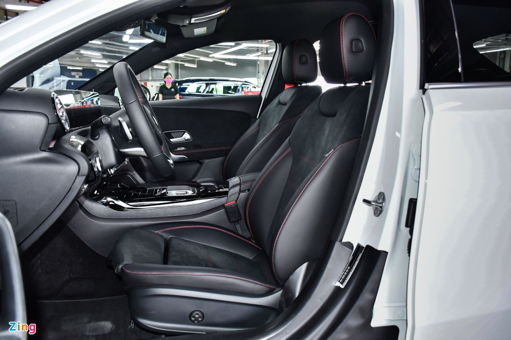 Mercedes-AMG A 35 4MATIC Sedan - xe the thao gia 2,249 ty tai VN hinh anh 12 Mercedes_AMG_A_35_Sedan_Zing_26_.jpg