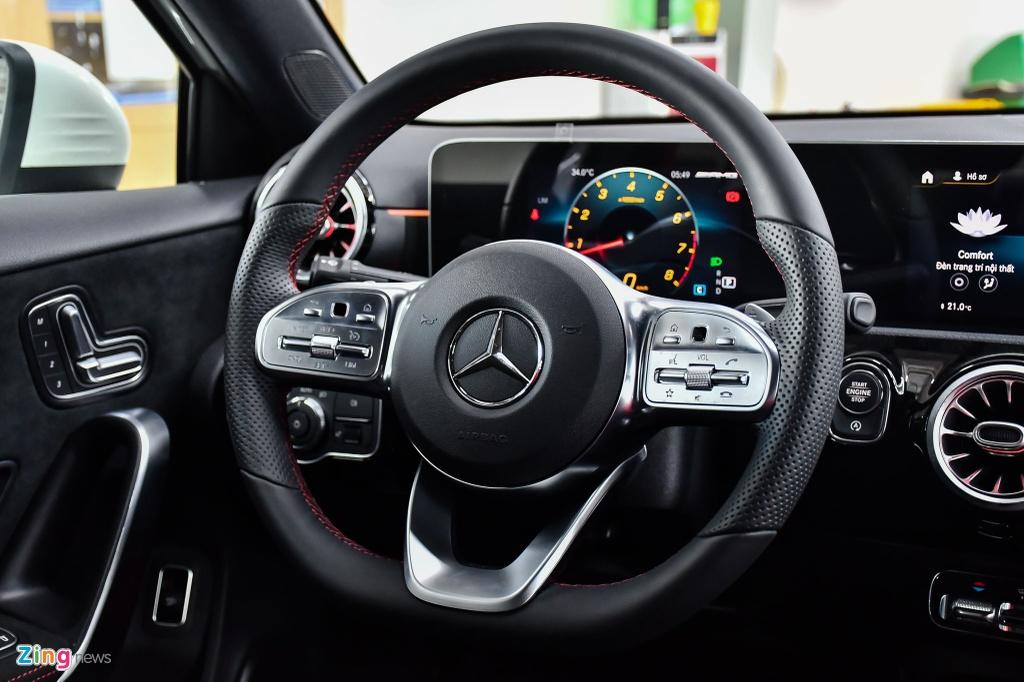 Mercedes-AMG A 35 4MATIC Sedan - xe the thao gia 2,249 ty tai VN hinh anh 14 Mercedes_AMG_A_35_Sedan_Zing_32_.jpg
