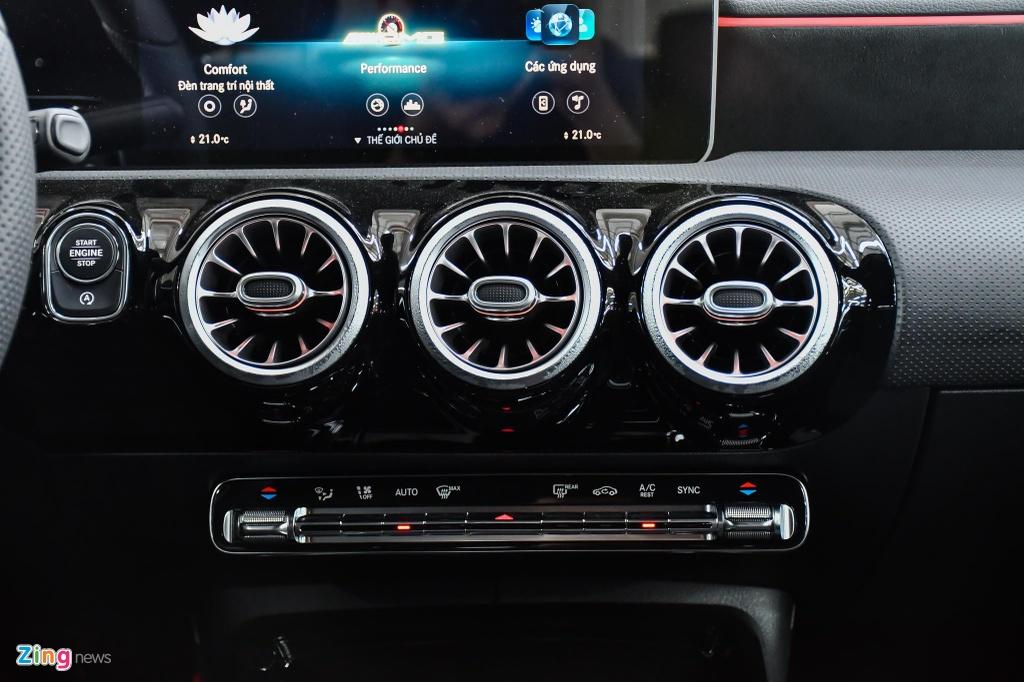 Mercedes-AMG A 35 4MATIC Sedan - xe the thao gia 2,249 ty tai VN hinh anh 17 Mercedes_AMG_A_35_Sedan_Zing_33_.jpg