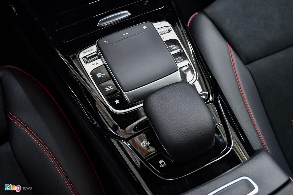 Mercedes-AMG A 35 4MATIC Sedan - xe the thao gia 2,249 ty tai VN hinh anh 16 Mercedes_AMG_A_35_Sedan_Zing_38_.jpg