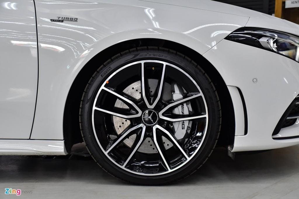 Mercedes-AMG A 35 4MATIC Sedan - xe the thao gia 2,249 ty tai VN hinh anh 7 Mercedes_AMG_A_35_Sedan_Zing_5_.jpg