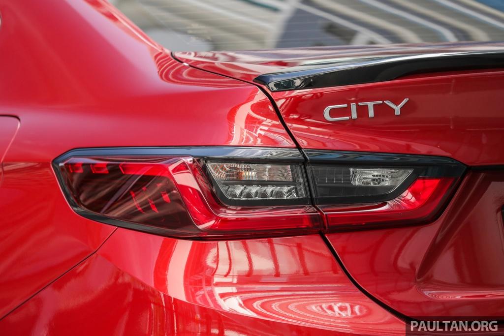 Tại Malaysia, Honda City 2020 được trang bị phanh đĩa cho bánh sau, khắc phục được nhược điểm của đời xe trước cũng như các model bán ở Thái Lan dùng phanh sau tang trống. Còn lại, các chi tiết ngoại thất được giữ nguyên thiết kế gồm có đèn LED trước hình cánh chim, mâm xe hợp kim đa chấu, đèn hậu nổi khối 3D...