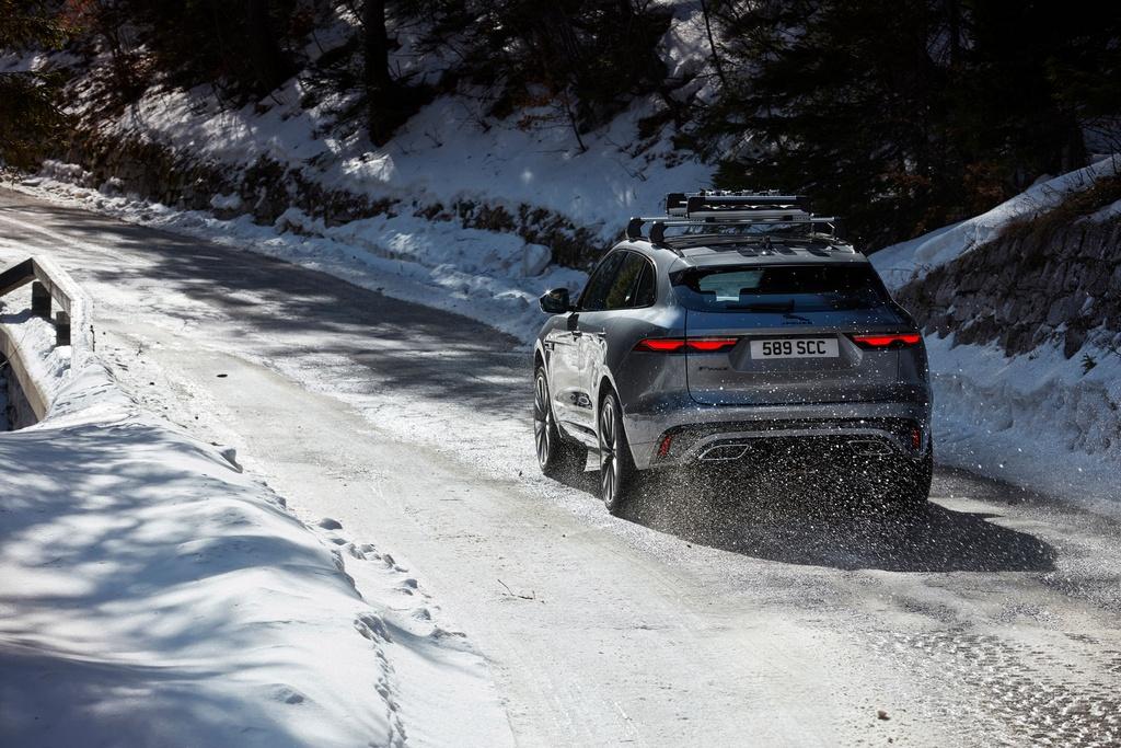 Jaguar F-Pace 2021 anh 17