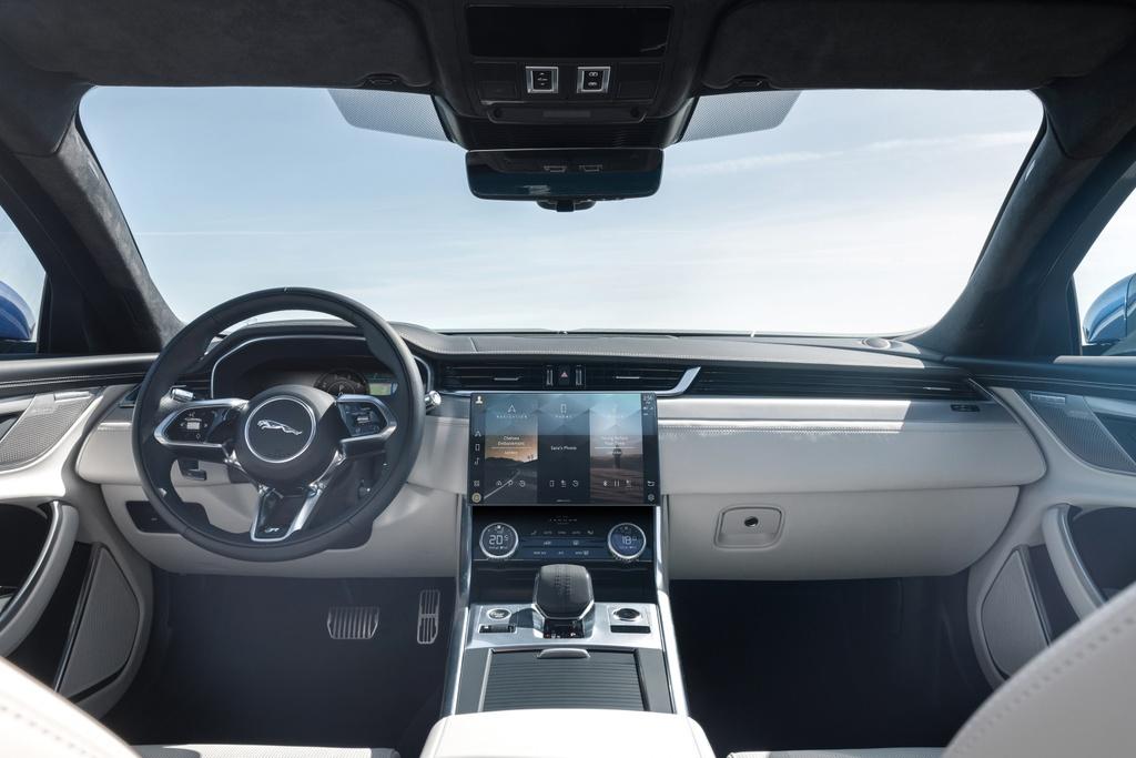 Jaguar XF 2021 anh 8