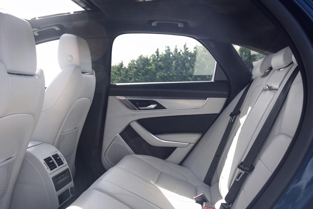 Jaguar XF 2021 anh 10