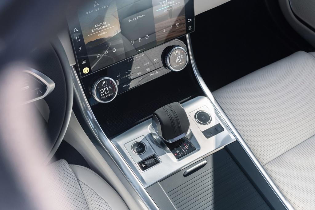 Jaguar XF 2021 anh 9