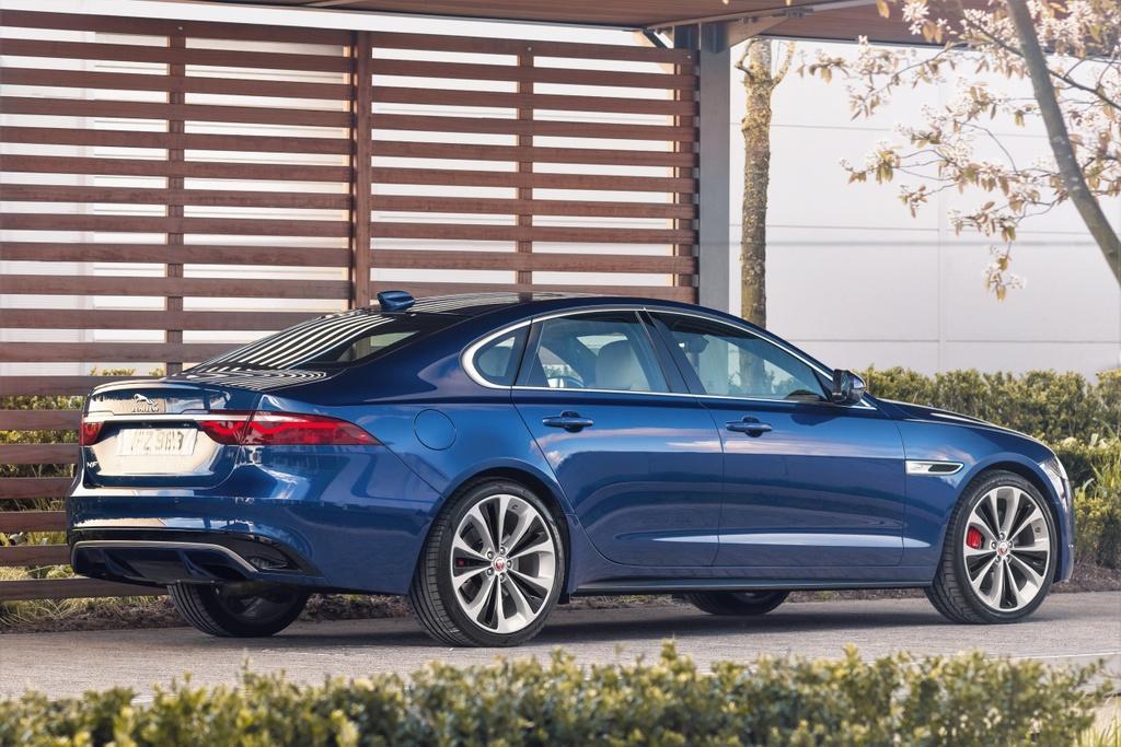 Jaguar XF 2021 anh 2