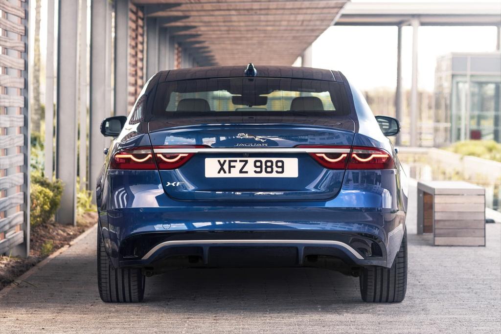 Jaguar XF 2021 anh 5