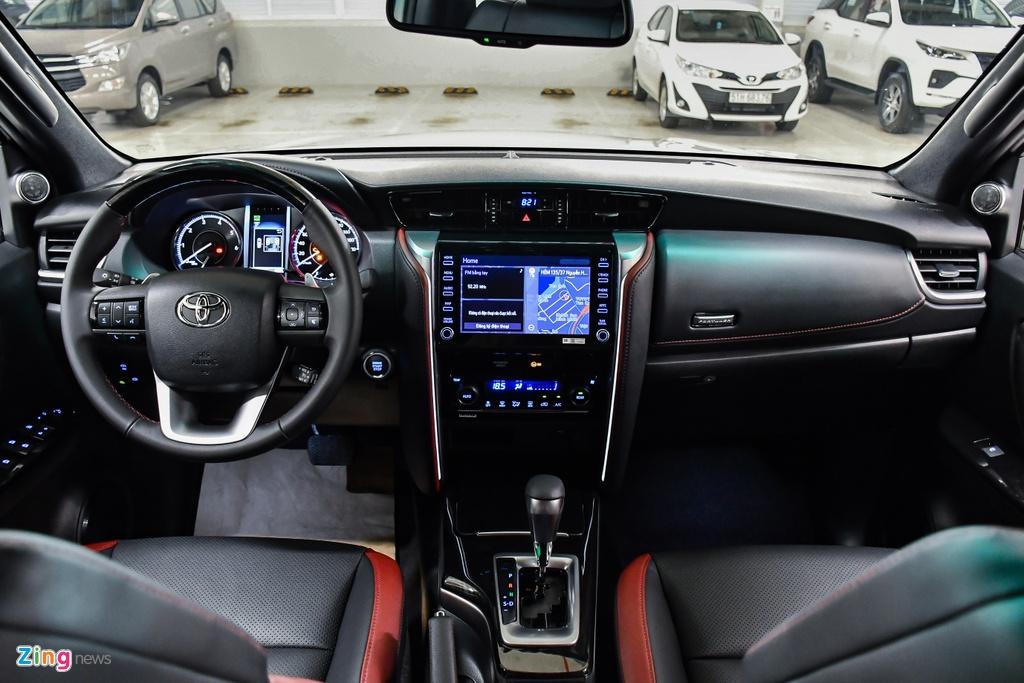Toyota Fortuner Legender anh 13