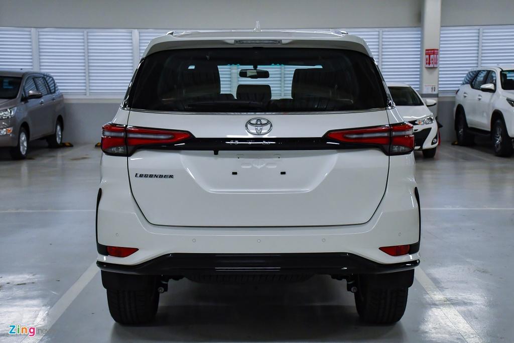 Toyota Fortuner Legender anh 6